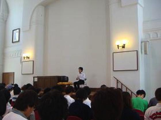 凝念は、学生・武蔵野市民のボランティア・教職員全員で行います。