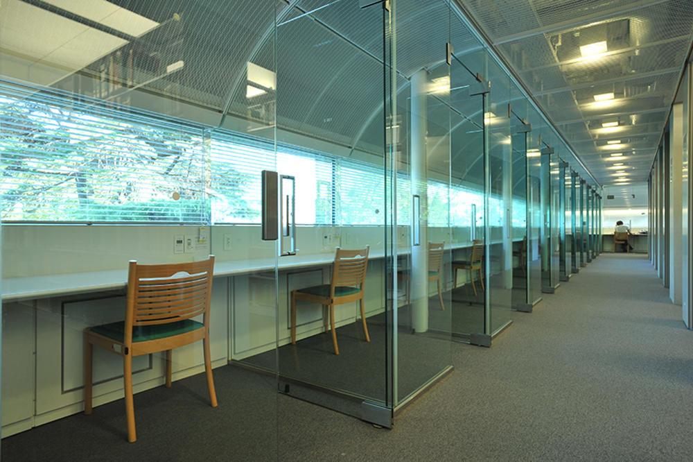 成蹊大学                        図書館                                    ギャラリー